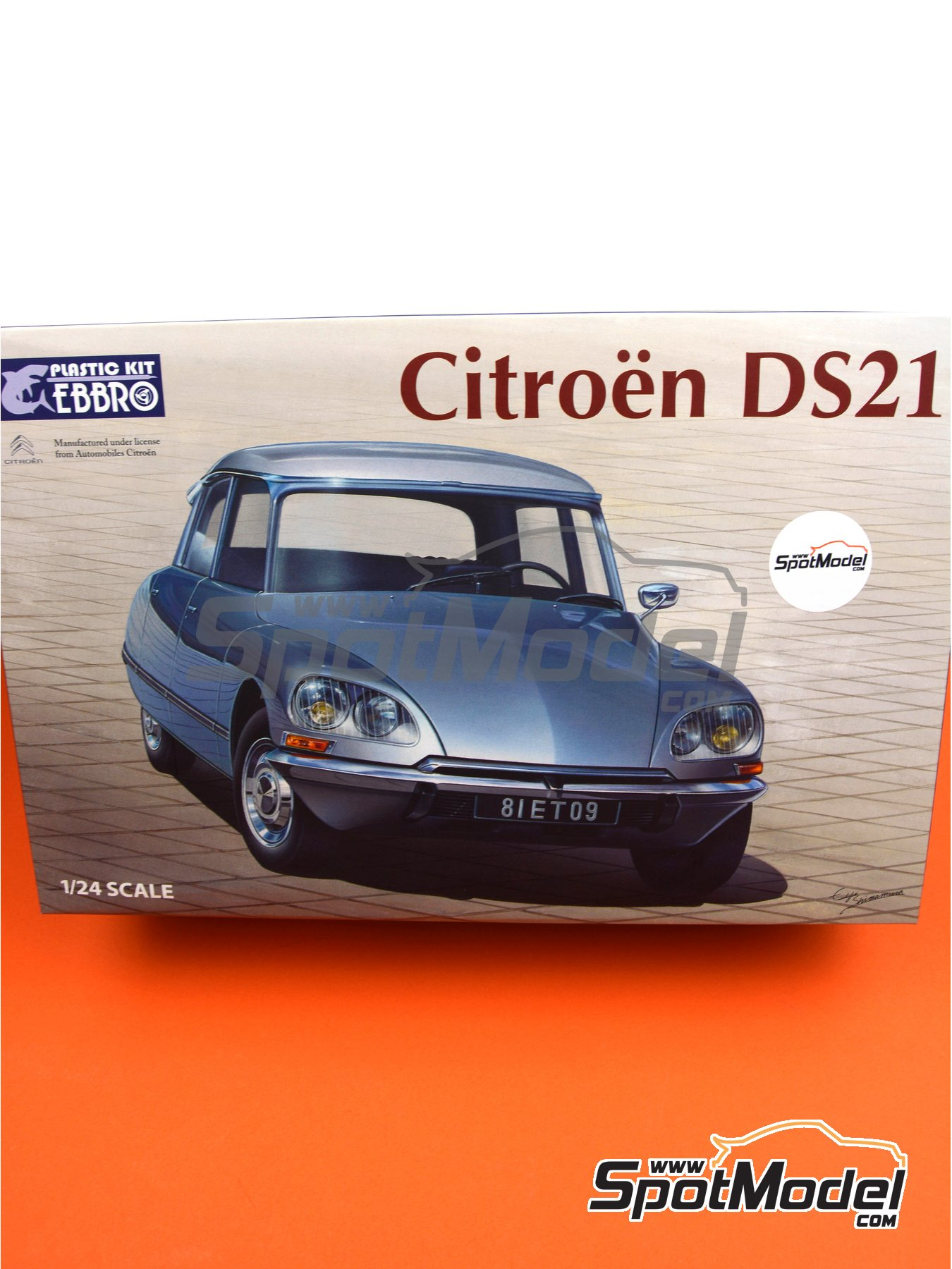 Citroën DS21 | Model car kit in 1/24 scale manufactured by Ebbro (ref.EBR25009) image