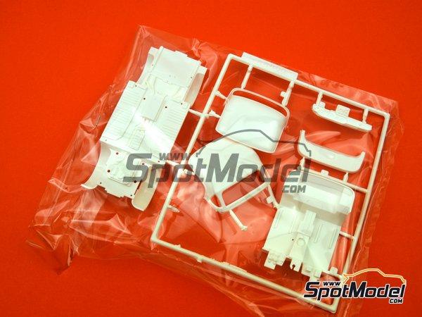 Image 8: Honda S800 | Model car kit in 1/24 scale manufactured by Fujimi (ref.FJ038988)