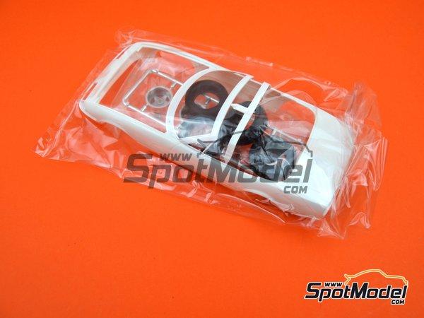Image 11: Ferrari 365 GTB/4 Daytona Speciale | Maqueta de coche en escala1/24 fabricado por Fujimi (ref.FJ082592)