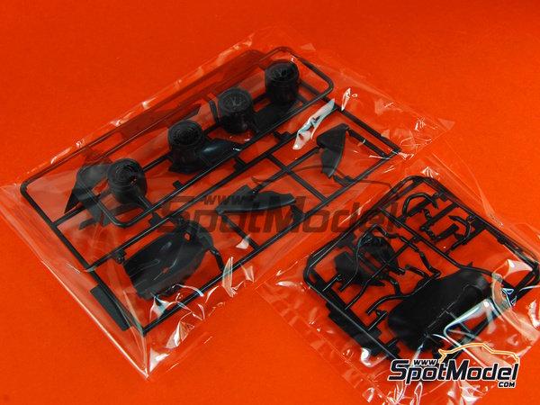 Image 4: Ferrari F10 Banco Santander - Gran Premio de Fórmula 1 de Japón 2010   Maqueta de coche en escala1/20 fabricado por Fujimi (ref.FJ090870, tambien 090870, 09087 y GP-32)