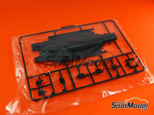 Image 5: Ferrari F10 Banco Santander - Gran Premio de Fórmula 1 de Japón 2010   Maqueta de coche en escala1/20 fabricado por Fujimi (ref.FJ090870, tambien 090870, 09087 y GP-32)