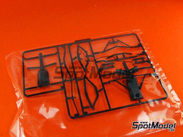 Image 7: Ferrari F10 Banco Santander - Gran Premio de Fórmula 1 de Japón 2010   Maqueta de coche en escala1/20 fabricado por Fujimi (ref.FJ090870, tambien 090870, 09087 y GP-32)