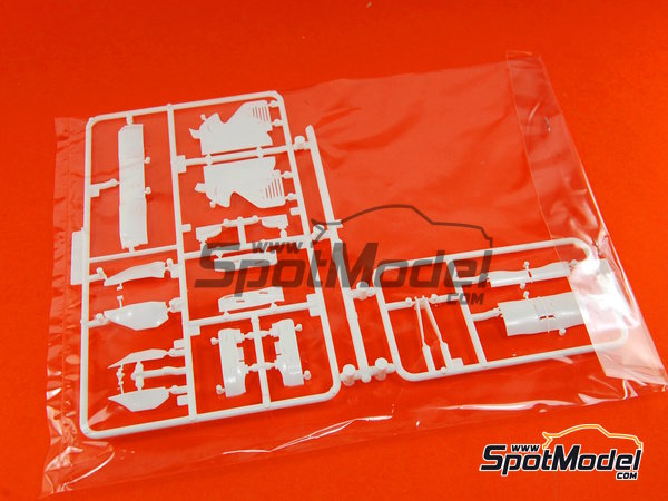 Image 8: Ferrari F10 Banco Santander - Gran Premio de Fórmula 1 de Japón 2010   Maqueta de coche en escala1/20 fabricado por Fujimi (ref.FJ090870, tambien 090870, 09087 y GP-32)
