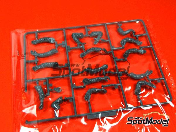 Image 4: Equipo de asistencia y piloto | Set de figuras en escala1/20 fabricado por Fujimi (ref.FJ11245)