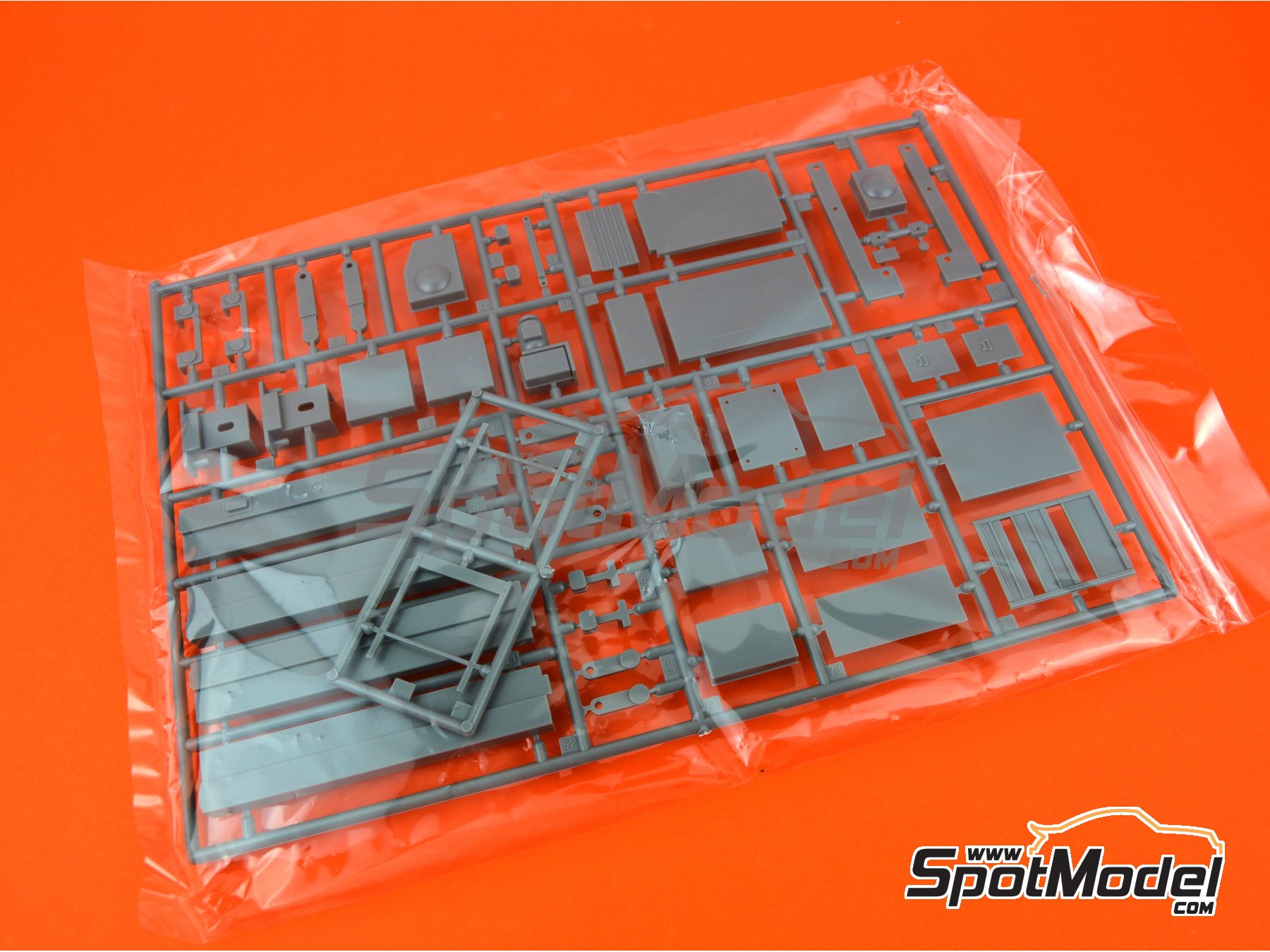 Image 2: Tools | Model kit in 1/24 scale manufactured by Fujimi (ref. FJ115054, also 115054 and GT-2)