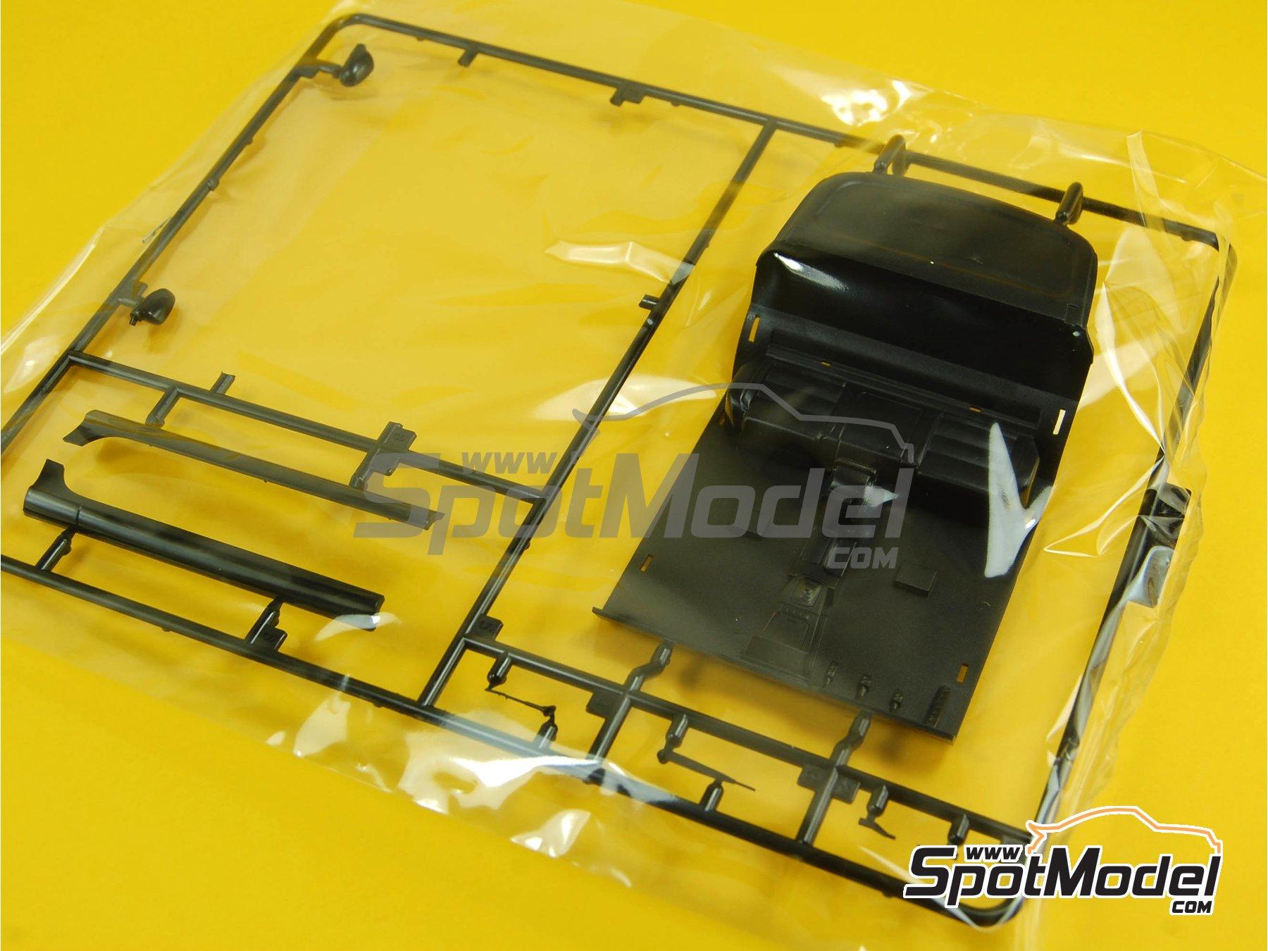 Image 6: Volkswagen Golf R32 | Maqueta de coche en escala1/24 fabricado por Fujimi (ref.FJ123288, tambien 123288 y 12328)