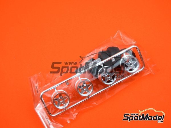 Image 5: Ferrari 512BB | Model car kit in 1/24 scale manufactured by Fujimi (ref.FJ123301)