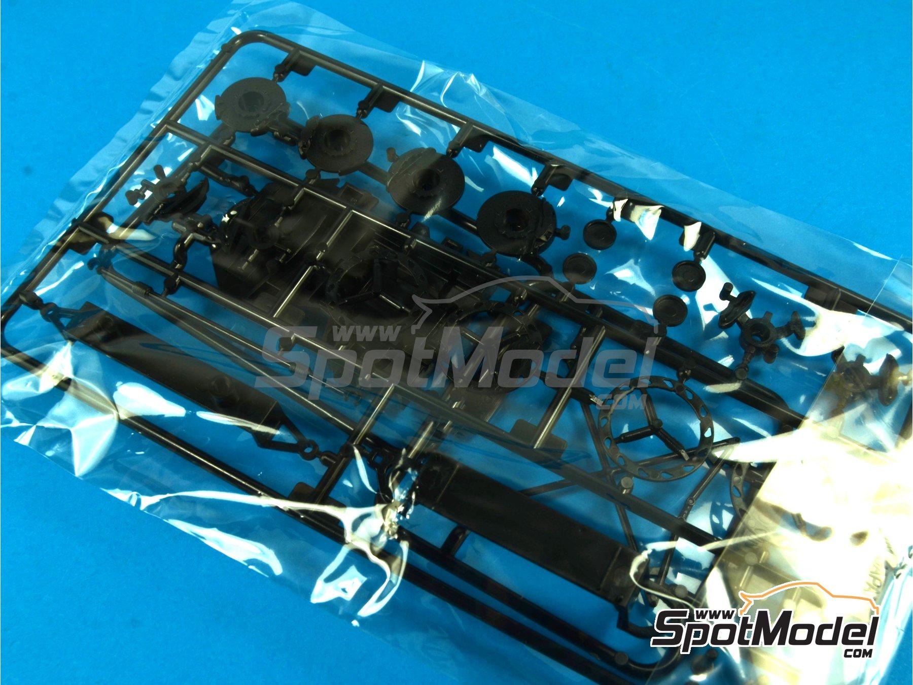 Image 9: Lamborghini Veneno | Maqueta de coche en escala1/24 fabricado por Fujimi (ref.FJ12583, tambien 125831, 12583, RS-01 y RS-1)