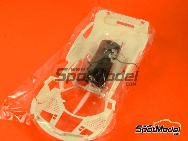 Image 7: McLaren F1 GTR Long Tail Gulf Davidoff - 24 Hours Le Mans 1997 | Model car kit in 1/24 scale manufactured by Fujimi (ref.FJ12595)
