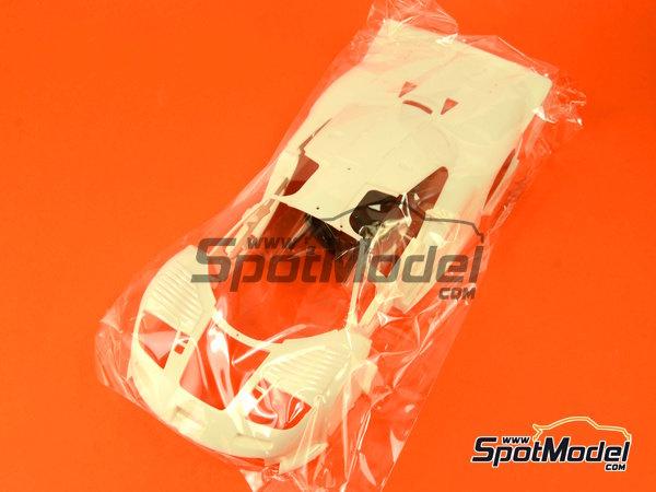 Image 8: McLaren F1 GTR Long Tail Gulf Davidoff - 24 Hours Le Mans 1997 | Model car kit in 1/24 scale manufactured by Fujimi (ref.FJ12595)