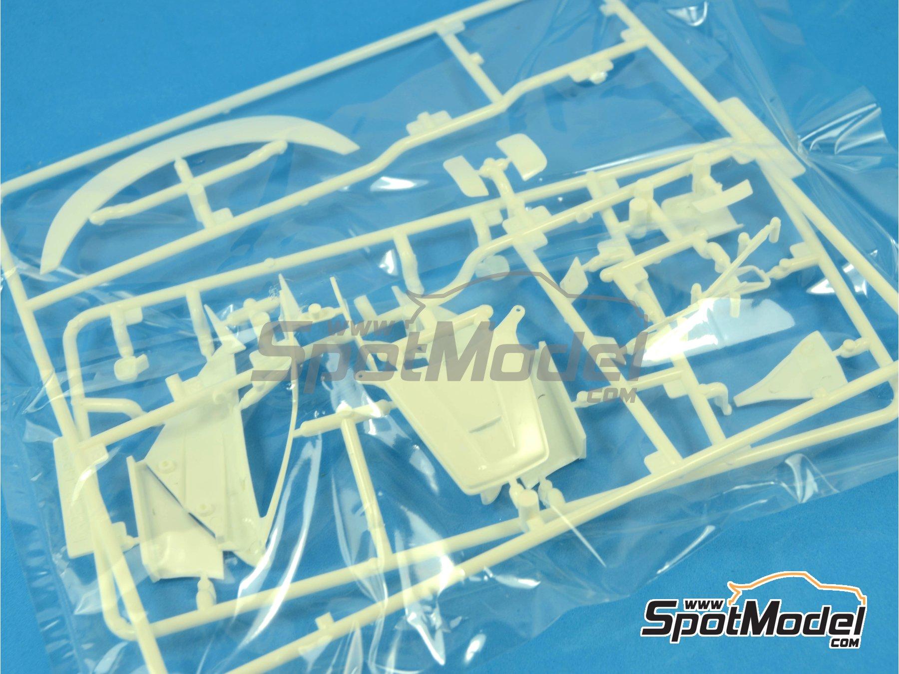 Image 12: McLaren F1 GTR Short Tail Marlboro - BPR Zhuhai 1996 | Maqueta de coche en escala1/24 fabricado por Fujimi (ref.FJ126012)