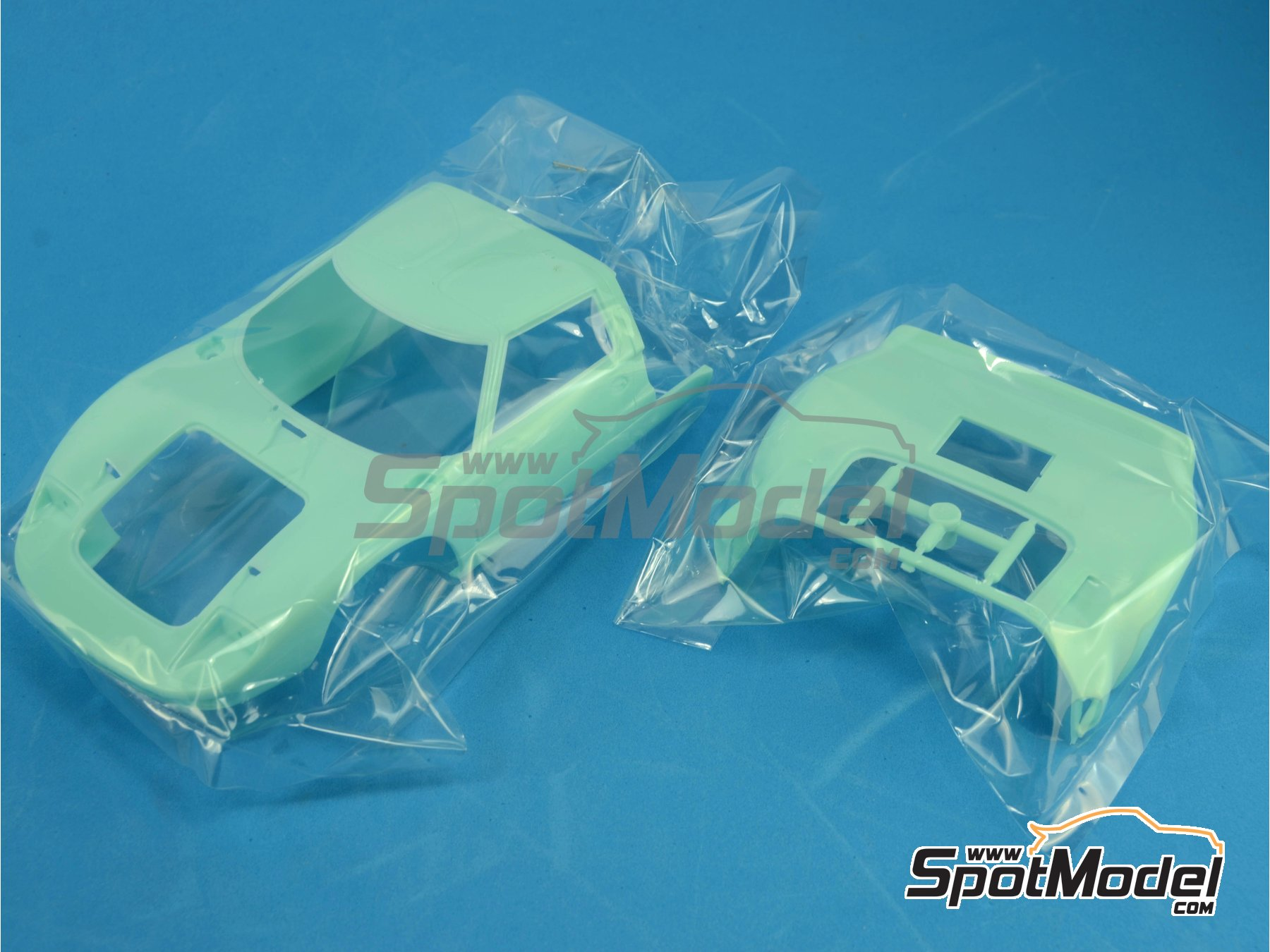 Image 10: Ford GT40 Mk II Gulf - 24 Horas de Le Mans 1968 | Maqueta de coche en escala1/24 fabricado por Fujimi (ref.FJ126050, tambien 126050 y RS-97)