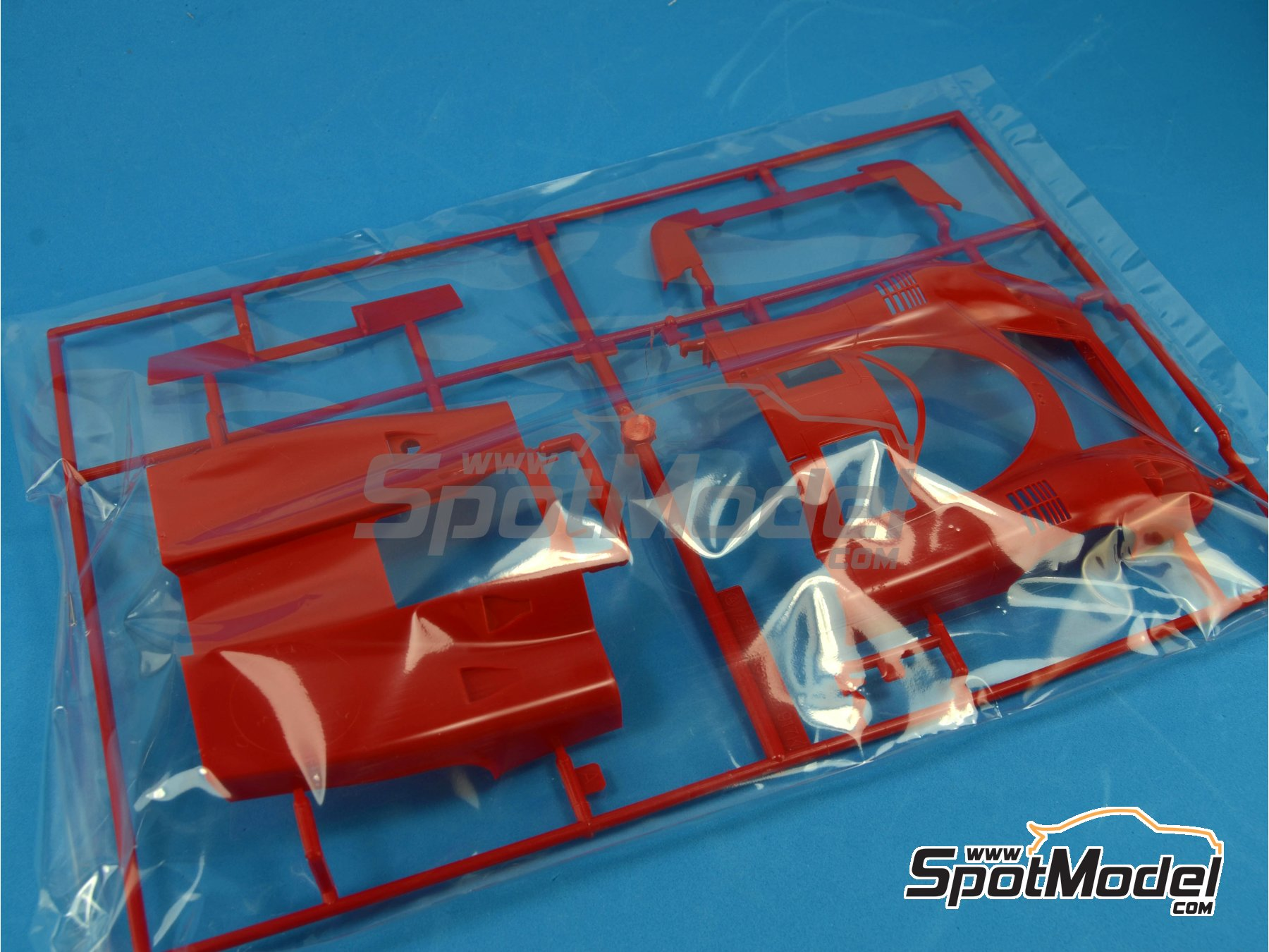 Image 10: Porsche 917K Shell - 24 Hours Le Mans 1970 | Model car kit in 1/24 scale manufactured by Fujimi (ref. FJ126074)