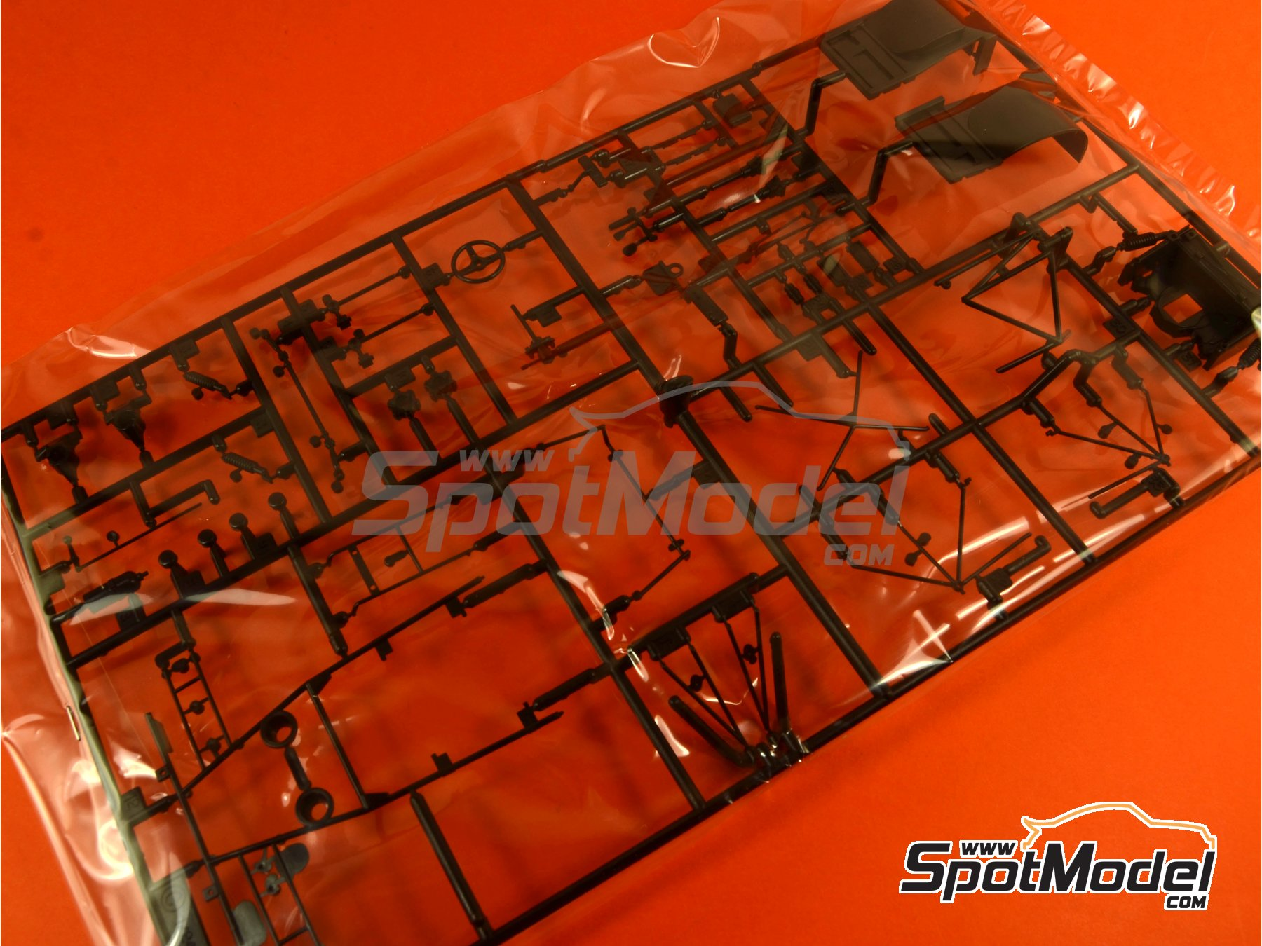 Image 4: Porsche 917K Gulf - 24 Hours Le Mans 1970   Model car kit in 1/24 scale manufactured by Fujimi (ref.FJ126135, also 126135, 12613 and RS-4)