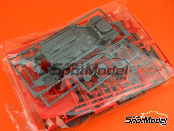 Image 8: Toyota Corolla AE101 | Model car kit in 1/24 scale manufactured by Hasegawa (ref.20302)