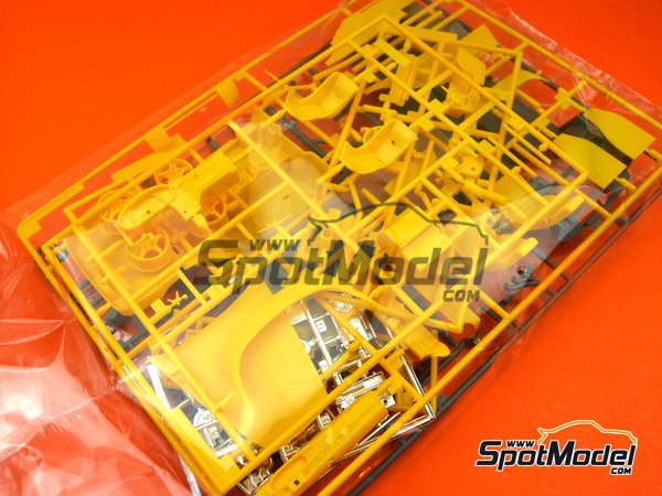 Image 3: Porsche 968 Club Sport | Model car kit in 1/24 scale manufactured by Hasegawa (ref. 20317)