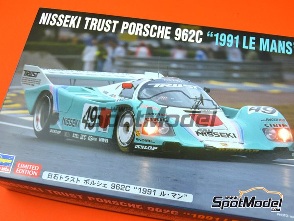 Image 11: Porsche 962C Nisseki Trust Racing Team - 24 Hours Le Mans 1991 | Model car kit in 1/24 scale manufactured by Hasegawa (ref. 20318)