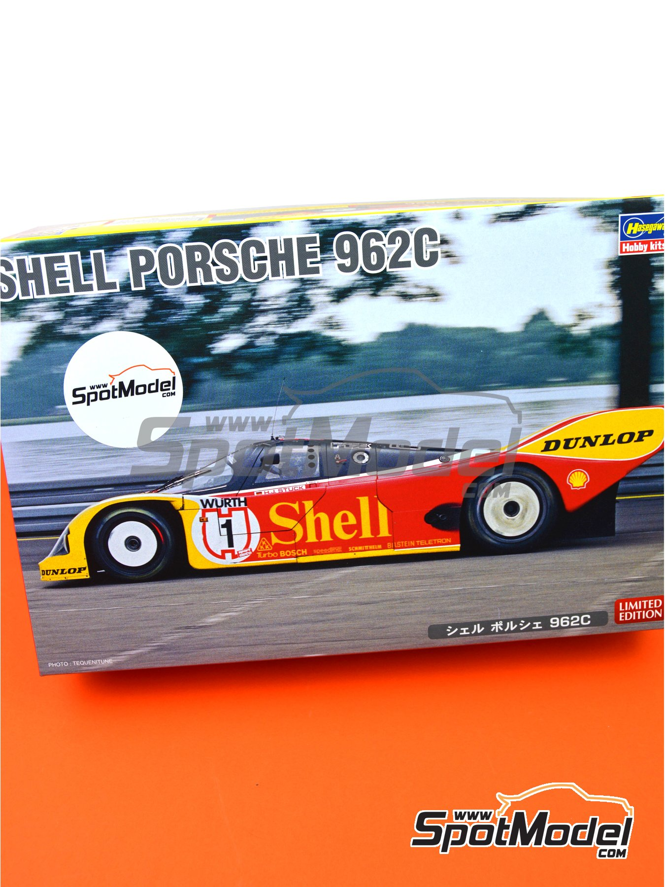 Porsche 962C Shell - 24 Hours Le Mans 1988 | Model car kit in 1/24 scale manufactured by Hasegawa (ref. 20337) image