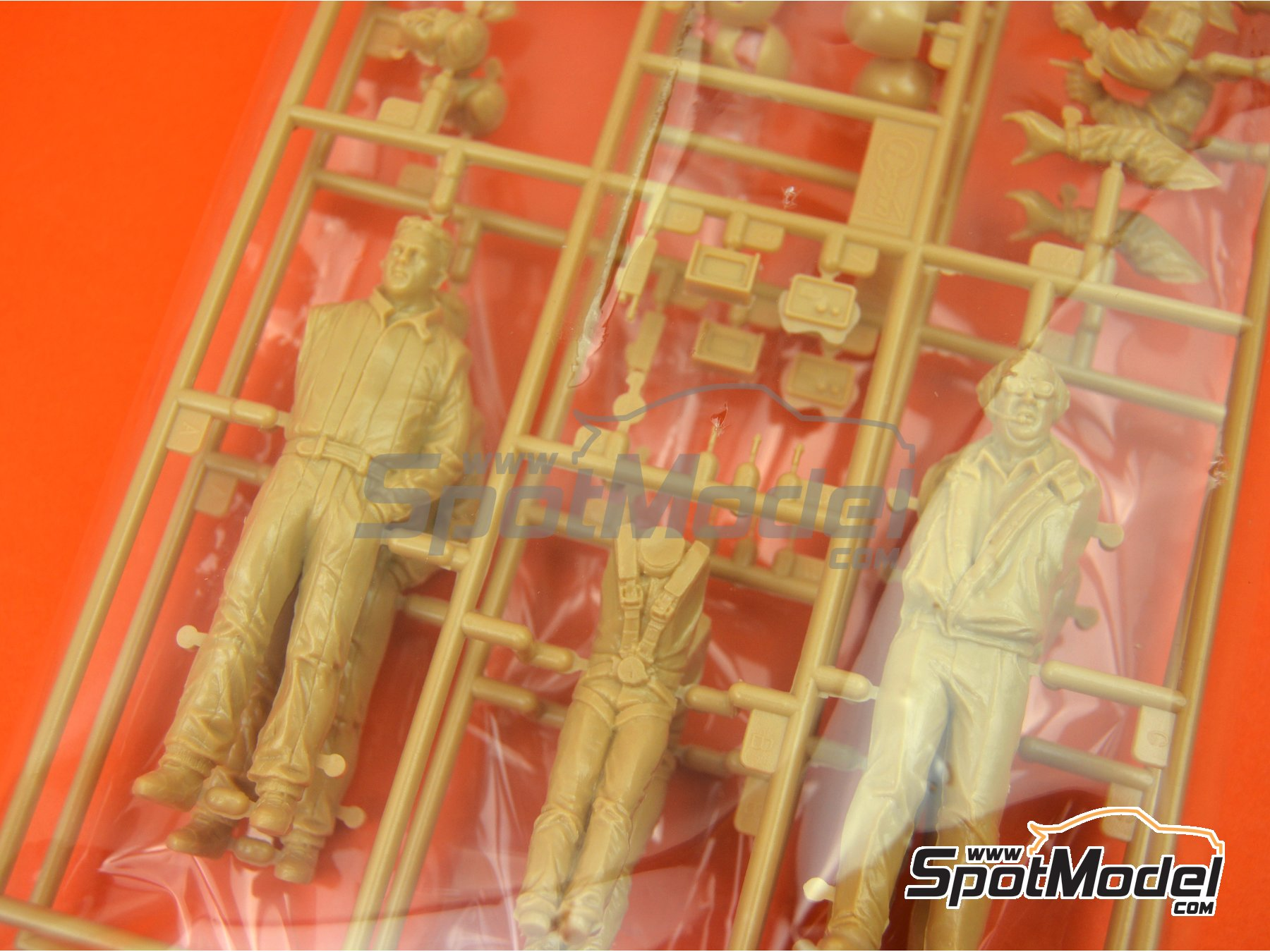 Image 4: Formula 1 drivers and manager | Figures set in 1/24 scale manufactured by Hasegawa (ref.20341, also 4967834203419, HSG20341 and HAS20341)