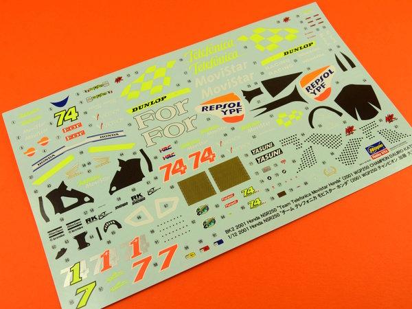 Image 4: Honda NSR250 Telefonica Movistar Repsol - Campeonato del Mundo de Motociclismo 2001 | Maqueta de moto en escala1/12 fabricado por Hasegawa (ref.21502)