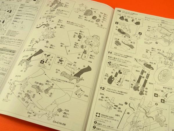 Image 6: Honda NSR250 Telefonica Movistar Repsol - Campeonato del Mundo de Motociclismo 2001 | Maqueta de moto en escala1/12 fabricado por Hasegawa (ref.21502)