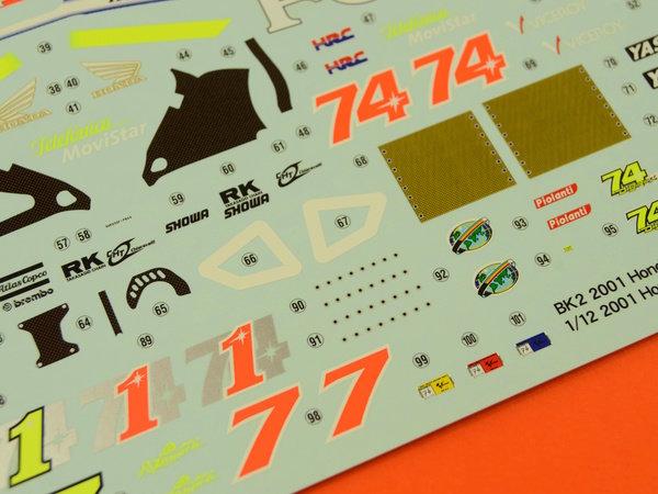 Image 10: Honda NSR250 Telefonica Movistar Repsol - Campeonato del Mundo de Motociclismo 2001 | Maqueta de moto en escala1/12 fabricado por Hasegawa (ref.21502)
