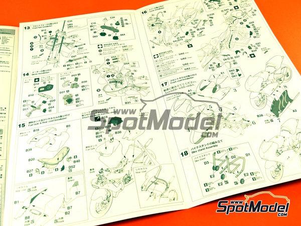 Image 10: Honda NSR250 Team Spain Gresini - Motorcycle World Championship 2002 | Model bike kit in 1/12 scale manufactured by Hasegawa (ref.21706)
