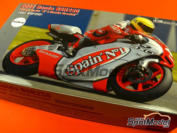 Image 12: Honda NSR250 Team Spain Gresini - Motorcycle World Championship 2002 | Model bike kit in 1/12 scale manufactured by Hasegawa (ref.21706)
