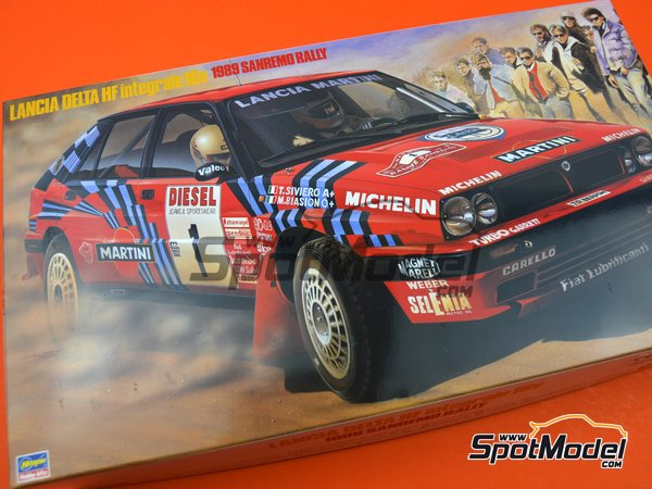 Image 1: Lancia Delta HF Integrale 16v Martini International Racing Team - Sanremo Rally 1989 | Model car kit in 1/24 scale manufactured by Hasegawa (ref.25208)