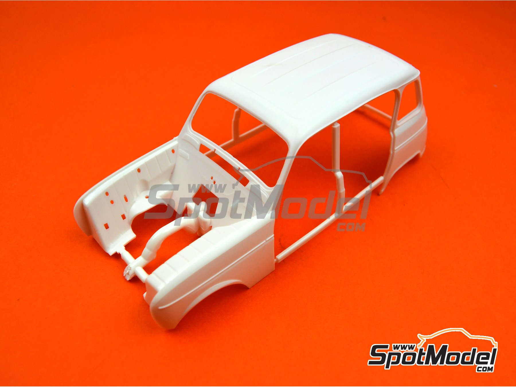 Image 7: Renault 4L TL/GTL | Model car kit in 1/24 scale manufactured by Heller (ref. 80759)