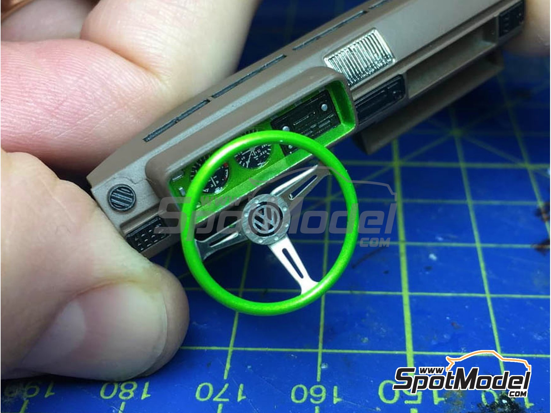 Image 2: Steering wheel set 2 | Detail in 1/24 scale manufactured by Highlight Model Studio (ref. HME-012)