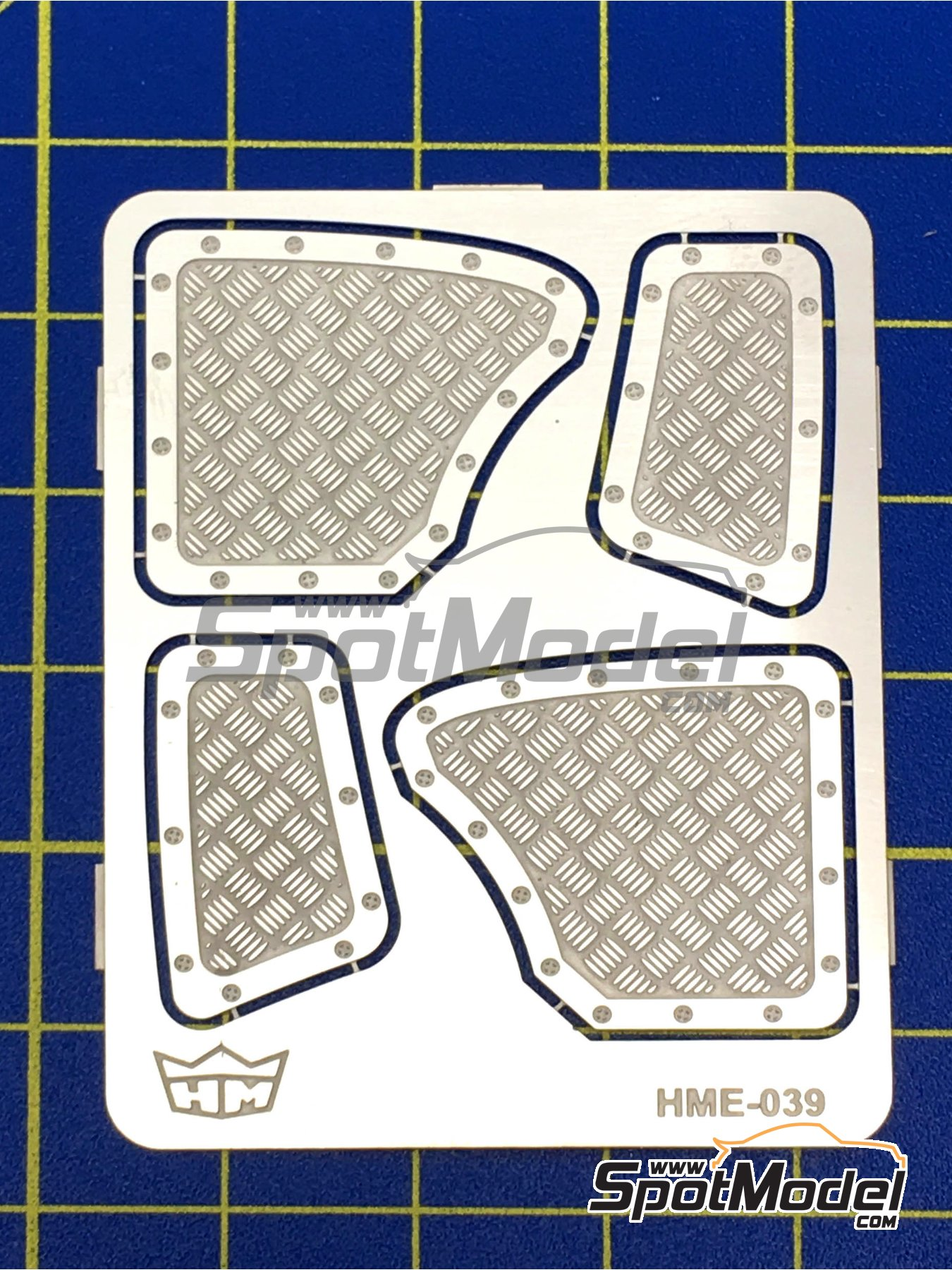 Aluminium rear panels for Volkswagen Beetle | Detail up set in 1/24 scale manufactured by Highlight Model Studio (ref.HME-039) image