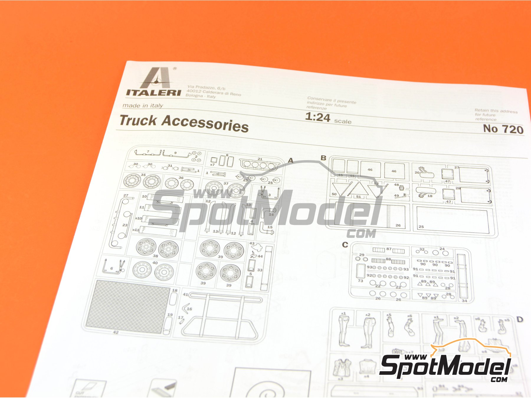 Image 10: Truck accesories and figures | Model kit in 1/24 scale manufactured by Italeri (ref. 0720)