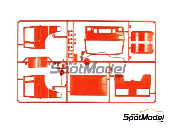 Image 3: Iveco Magirus DLK 26-12 Fire Ladder Truck | Maqueta de camión en escala1/24 fabricado por Italeri (ref.3784)