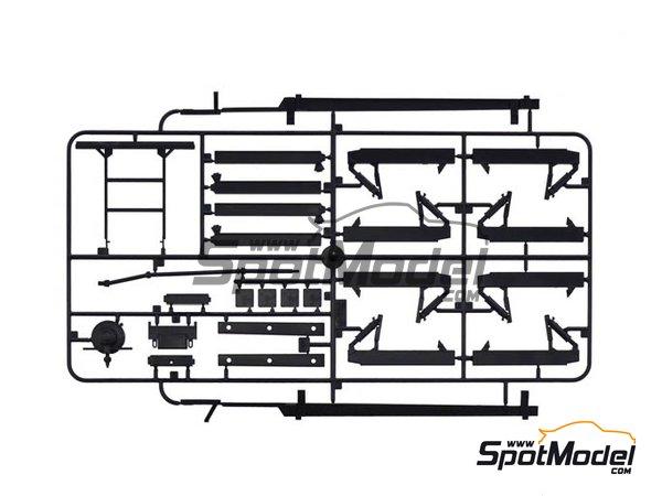 Image 6: Iveco Magirus DLK 26-12 Fire Ladder Truck | Maqueta de camión en escala1/24 fabricado por Italeri (ref.3784)