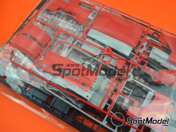 Image 15: Iveco Magirus DLK 26-12 Fire Ladder Truck | Maqueta de camión en escala1/24 fabricado por Italeri (ref.3784)