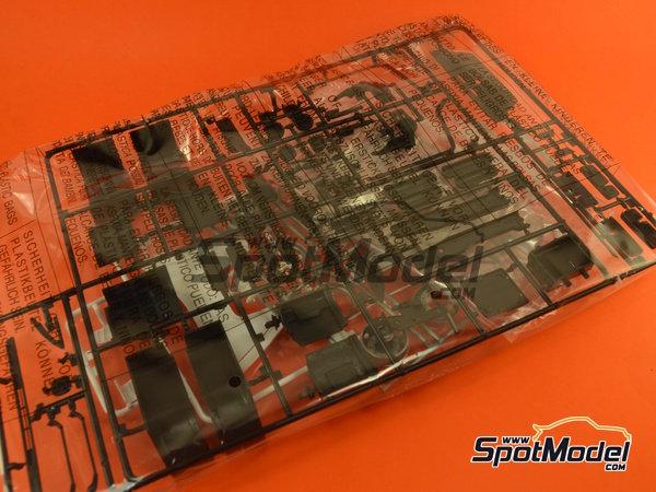 Image 1: Mercedes-Benz Actros MP3 | Maqueta de camión en escala1/24 fabricado por Italeri (ref.3884)