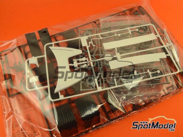 Image 9: Mercedes-Benz Actros MP3 | Maqueta de camión en escala1/24 fabricado por Italeri (ref.3884)