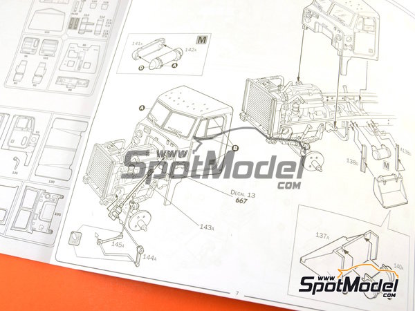 Image 13: Peterbilt 378-119   Model truck kit in 1/24 scale manufactured by Italeri (ref.3894)