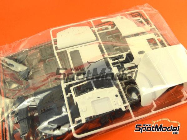 Image 18: Peterbilt 378-119   Model truck kit in 1/24 scale manufactured by Italeri (ref.3894)