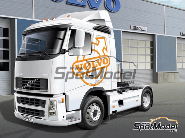 Image 1: Volvo FH16 520 Sleeper cab | Model truck kit in 1/24 scale manufactured by Italeri (ref.3907)