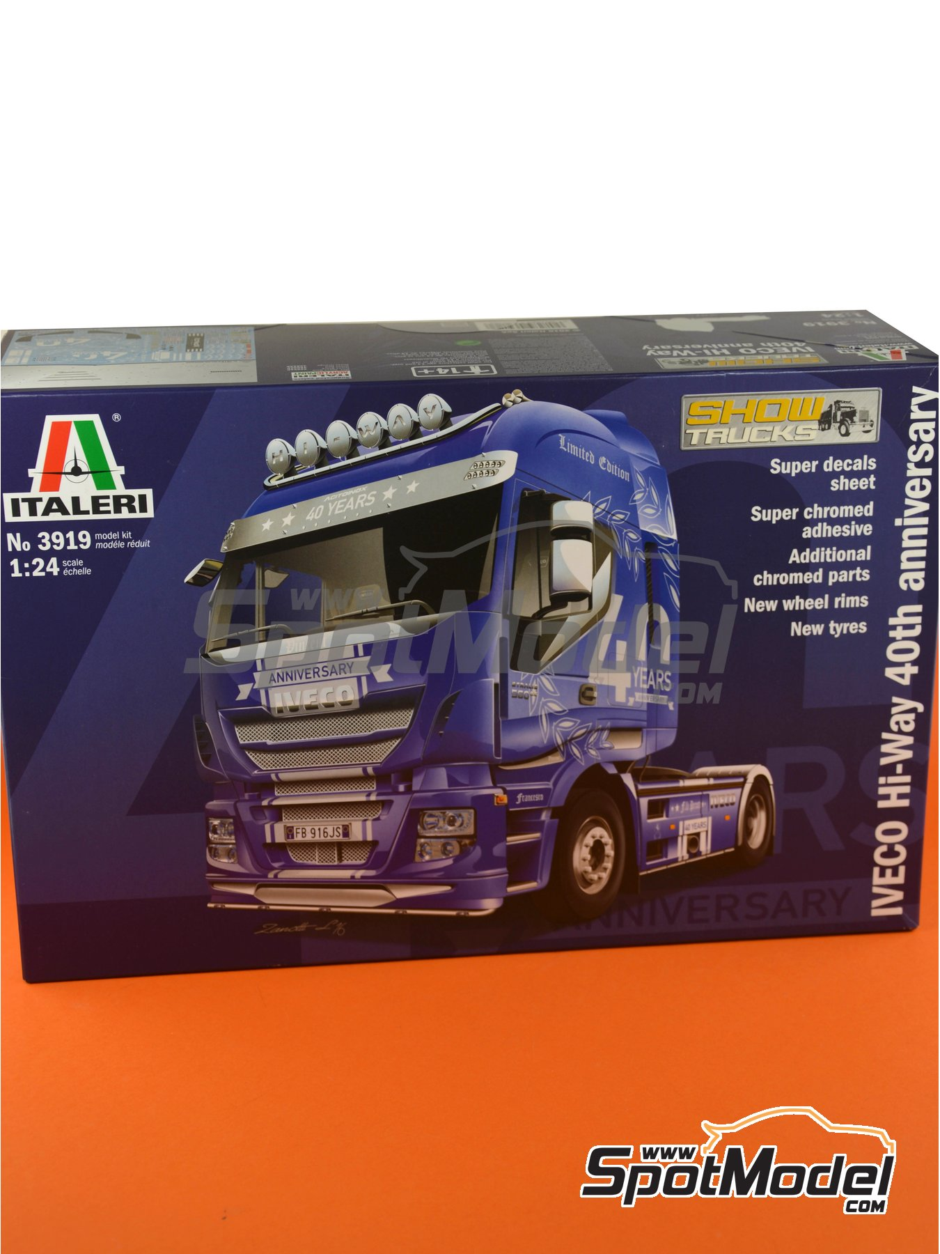 Iveco Stralis 560 Hi-Way | Model truck kit in 1/24 scale manufactured by Italeri (ref.3919) image