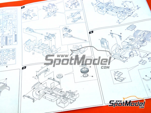 Image 8: Man TGX XXL | Model truck kit in 1/24 scale manufactured by Italeri (ref. 3921)