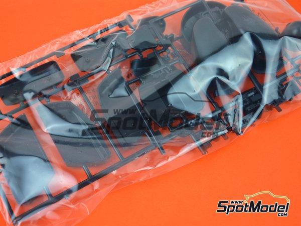 Image 8: Moto Guzzi V850 California | Maqueta de moto en escala1/6 fabricado por Italeri (ref.4513)