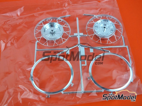 Image 15: Moto Guzzi V850 California | Model bike kit in 1/6 scale manufactured by Italeri (ref.4513)