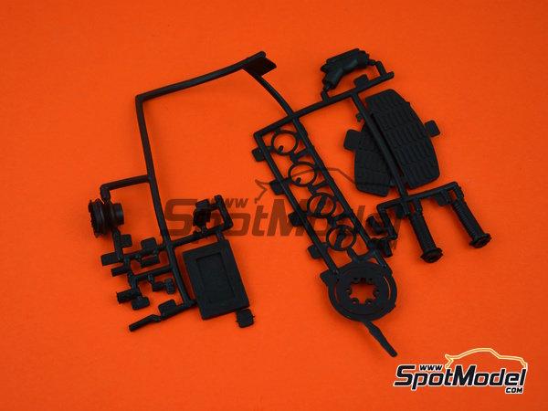 Image 19: Moto Guzzi V850 California | Model bike kit in 1/6 scale manufactured by Italeri (ref.4513)