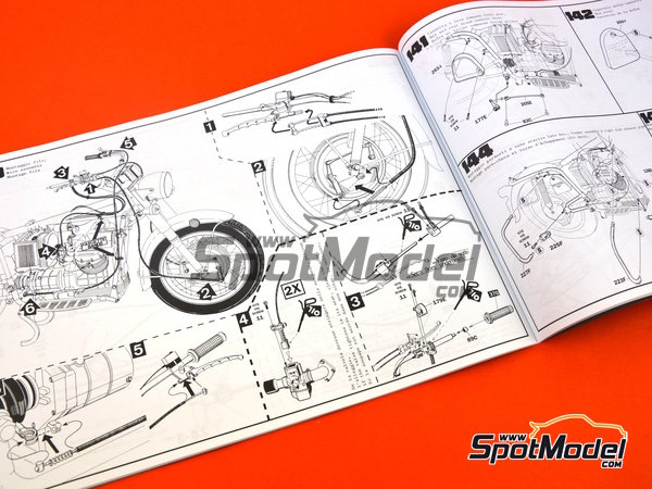 Image 26: Moto Guzzi V850 California | Model bike kit in 1/6 scale manufactured by Italeri (ref.4513)