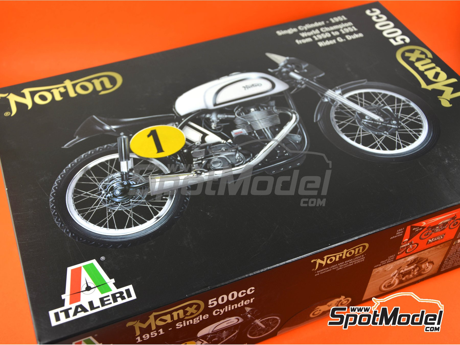 Image 12: Norton Manx 500cc - Motorcycle World Championship | Model bike kit in 1/9 scale manufactured by Italeri (ref. 4602)