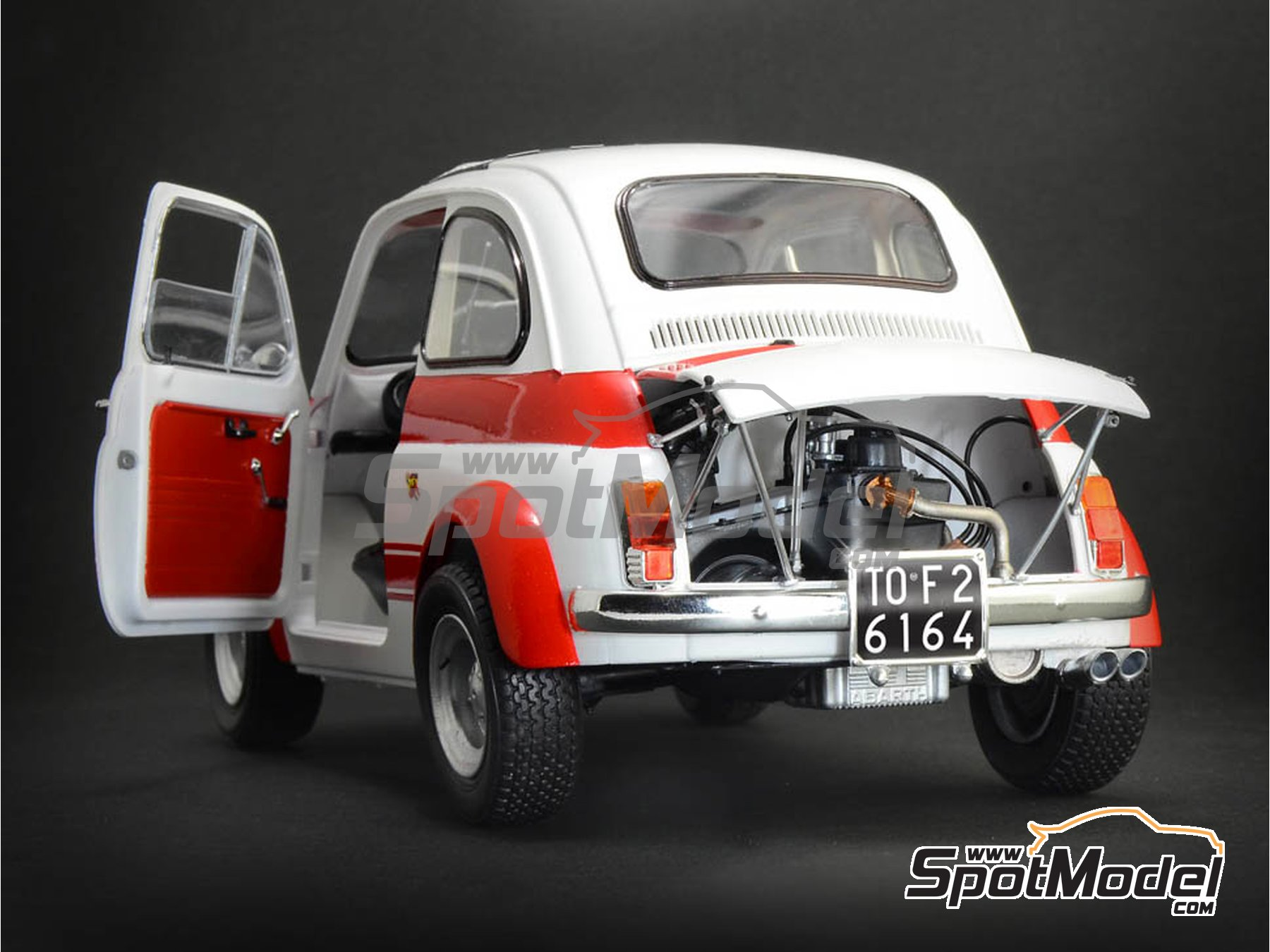 Image 4: Fiat Abarth 695 SS Assetto Corsa | Model car kit in 1/12 scale manufactured by Italeri (ref. 4705, also ITA4705 and IT4705)