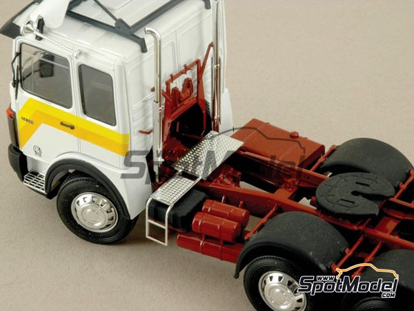 Image 5: Man 26.321 Formel six | Model truck kit in 1/24 scale manufactured by Italeri (ref. 756)